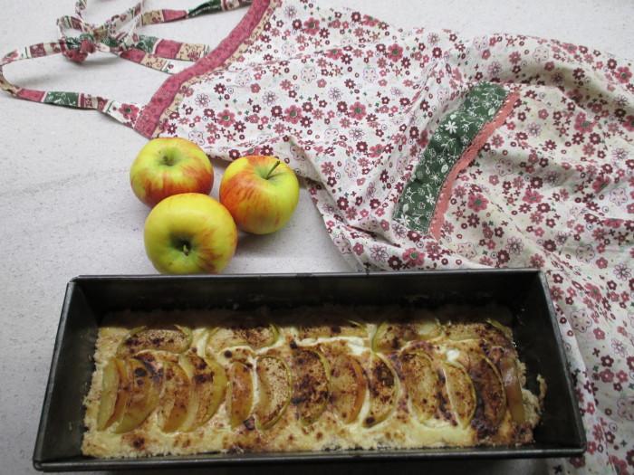 Tvarohový koláček s jablky a skořicí