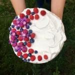 Bezlepkový kakaový dort s ovocem
