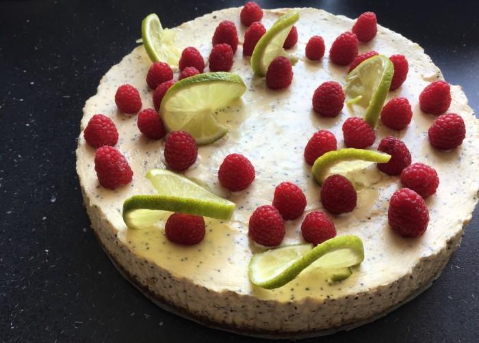 Limetkovo-makový dort s malinami