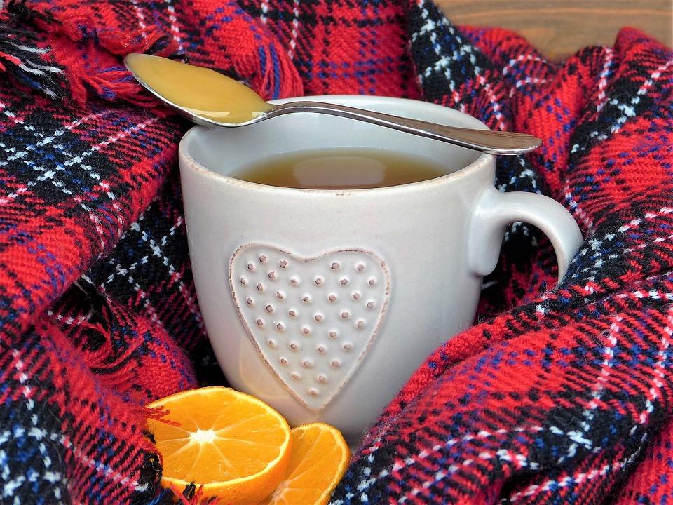 Med a pomeranč jsou přírodní léky proti chřipce a nachlazení