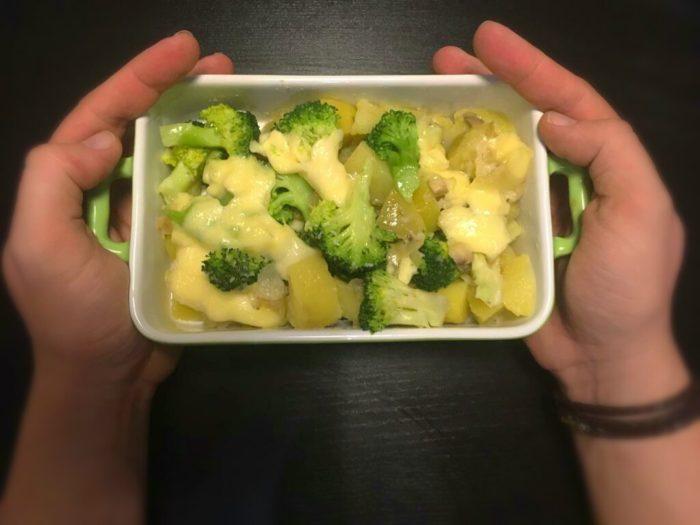 Zapečené brambory s brokolicí a mozzarellou