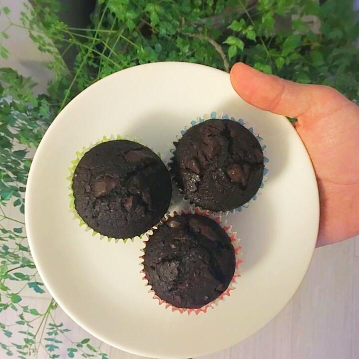Čokoládové muffiny plné kousků čokolády