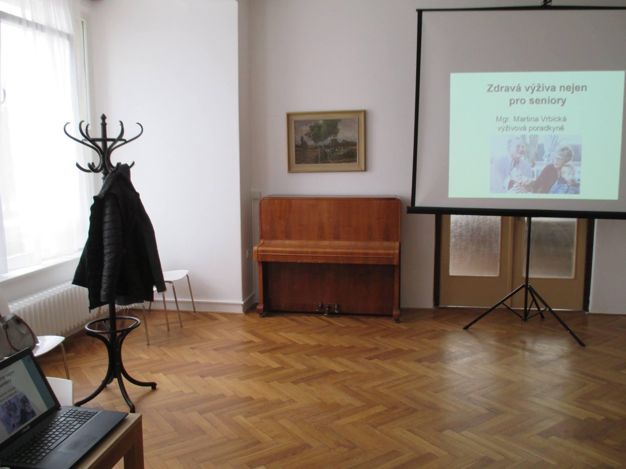 Přednáška o stravování seniorů v Kulturním domě v Holicích